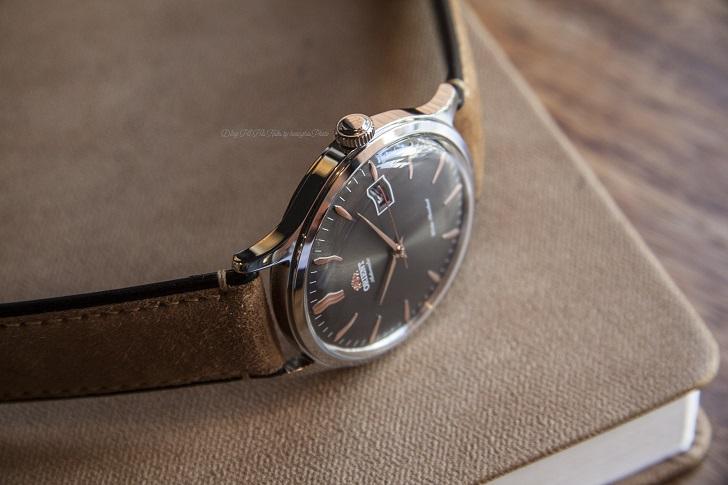 Đánh giá đồng hồ Orient Bambino FAC08003A0 dây da lịch lãm - Hình 2